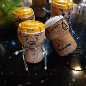 【水原】 ドクジャワイン「덕자와인」 こういうところセンスいいですね 可愛いコルクの人形の有る ワインバーに行ってきました