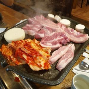 【サダン】 ユッカンバンベ「육감방배」 takaboneさん 送別会ソウル編 やっぱり豚さんからですね