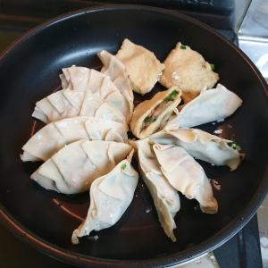 【韓国家ごもり】 おやじ飯 ジューシーな焼き餃子が食べたい・・・・・ また 変な方法で作ってみました