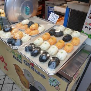 【おやじ韓国地方旅 束草】 ここの市場有名なんですよね~~~ 僕が滅多にしない食べ歩きしちゃいました ^^