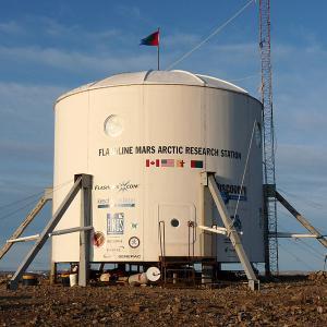 世界一大きい無人島・デヴォン島のホートン・インパクト・クレーターには火星基地がある?!