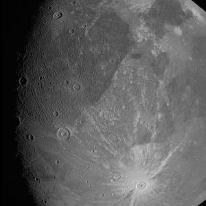 木星探査機ジュノーが木星の衛星・ガニメデを接近撮影。ジュノーってどんな探査機?