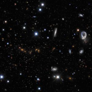 エリダヌス座の無数の銀河。セロ・トロロ汎米天文台のダークエネルギーカメラで撮影された幻想的な写真