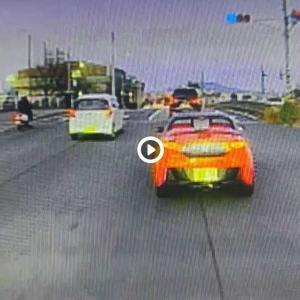 【広島】運転手が女性だと確認すると、急ブレーキで車を止めさせ窓を叩いてきたドライバーが物議!