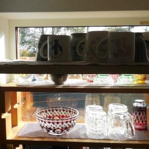 やってみたかった。その1〜キッチン背面の小窓にグラスを置く〜