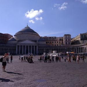 ナポリの街歩きと絶景ポイント