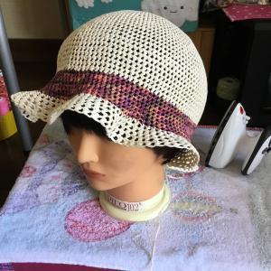 今日は新しい帽子を作っています