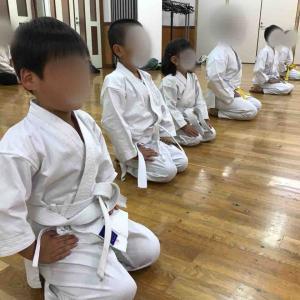 4歳女の子空手始める 澄川地区会館