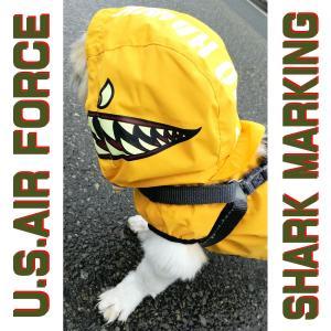 カッコ良過ぎのシャークマウス柄犬用雨具!ARMY・ミリタリー・ノーズアート好きなら絶対買っちゃうよね~(^^)v♪/ドッグウェア レインコート