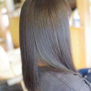 素髪縮毛矯正はエイジングケア♪アラサー以上の不自然な縮毛矯正ダメージヘアーの理由はコレ!!
