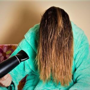 明るすぎるカラー、ブリーチ髪には 縮毛矯正はかけることが 出来ませんよ💦ご注意を❗️