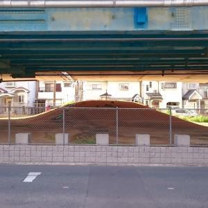 赤面山古墳(藤井寺市) ・高速道路の高架下にある国の史跡
