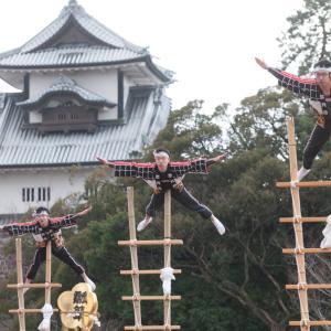 金沢の正月の風物詩「2020年金沢市消防出初式」が金沢城公園で行われました。