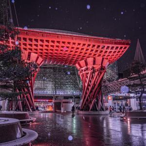金沢の街なかでも今シーズン初の積雪です【ひがし茶屋街&金沢駅の雪の夜景】