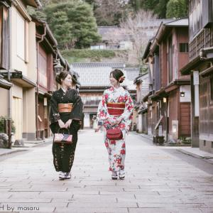 金沢の人気スポット・ひがし茶屋街で旅行ラブグラフ撮影です。