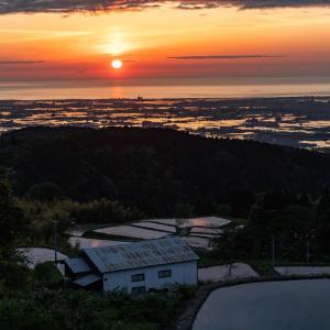 刻々と姿を変える田植え直前の倉ヶ岳の棚田と夕日が美しすぎた