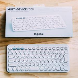 真っ白なミニマリスト的キーボードを導入。3台接続できて便利さすごい [logicool K380]