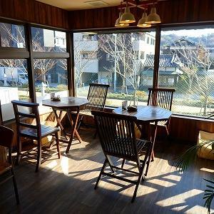鎌倉・窓から若宮大路が見えるカフェ★鶴岡八幡宮そばバニヤンツリーコーヒーハウス♪