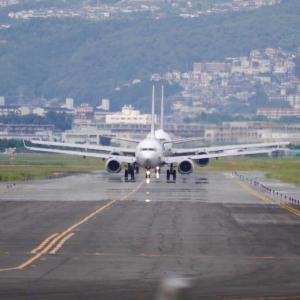 千里川32Lエンドで飛行機見学