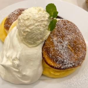 秋の鎌倉(今頃) 小町通りにある「幸せのパンケーキ」