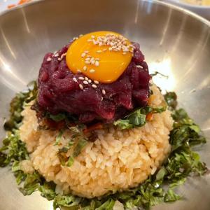 KPOP映像が流れるお洒落空間で今どき韓国料理「プングム TAK」