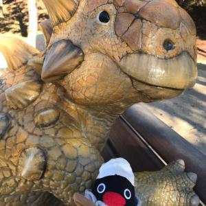 岡崎市東公園動物園で恐竜と遭遇したドゥさん