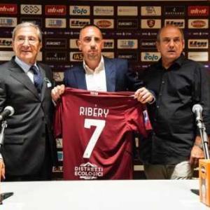 リベリーの新天地が決定! セリエA昇格組サレルニターナが獲得、1年契約締結