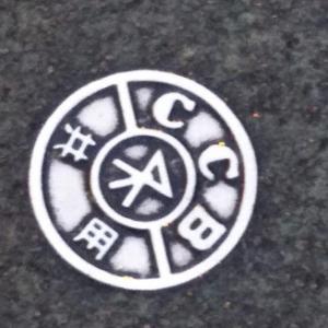 道路に貼られたシールとマンホールの記号調べ~自由研究になる?