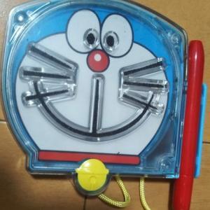 おすすめ【ドラえもんの小学生用ラバー歯ブラシ】と【ハッピーセット第二弾ドラえもんおもちゃ・シェイク】