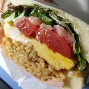 「eat me sandwich(イートミーサンドイッチ)」さんの「冷やし中華サンド」