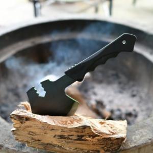 夏休みスタート!ナタと手斧とナイフで焚き火を楽しむ雨キャンプ