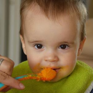 赤ちゃんが離乳食を食べない時の対処法|イライラをニコニコに変えるコツ8選