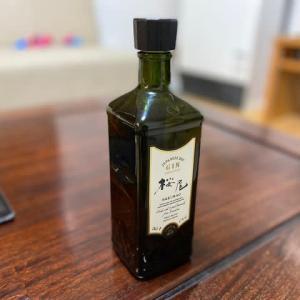 スタッフからプレゼントでもらった広島のジン「桜尾」