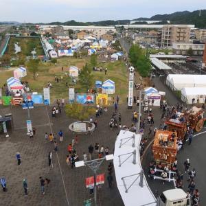 東海道本線は愛野駅付近を通過するN700系新幹線 (ラグビーワールドカップ 今日で閉幕)