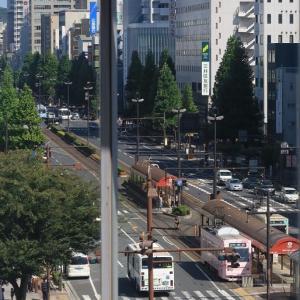 山陽新幹線は岡山駅ホームから見える光景(2019年9月 路面電車 うどん屋さん)