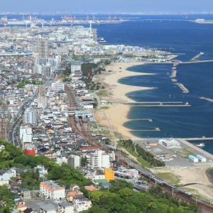 山陽本線は須磨駅付近 須磨浦山上遊園からの瀬戸内海と普通列車 (2015年5月 在庫でドン)