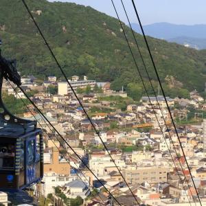 尾道は千光寺山ロープウェイと山陽本線115系電車 (2019年9月14日)
