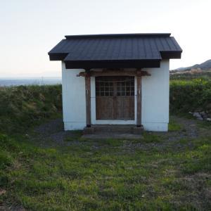 比石館 三方を崖に囲まれた館の跡
