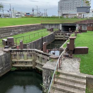 富岩運河環水公園、富山県美術館