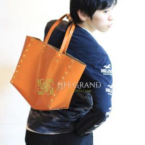 ヨーロッパではクリスマスにオレンジを贈るそうです、それにちなみ、オレンジのバッグをご紹介します☆