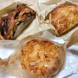 急で狭い道を進み、開けたところに素敵なポツンとパン屋さん「BEAR'S  OVEN(ベアーズオーブン)」