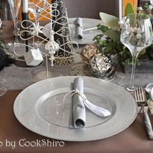 シックなテーブルは必見!大人のクリスマスパーティーへ