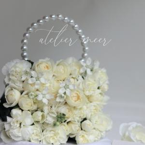 真っ白なお花とタッセル
