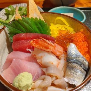新宿 キラキラ海鮮ちらしとサバサバばあさん