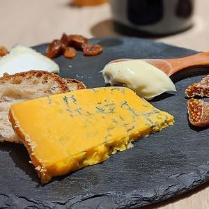 千葉本八幡 まるでチーズ屋さん!素敵なワインバル発見