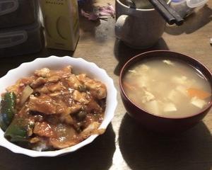 ☆ズボラおやじの簡単レシピ(69):鶏チリ丼(具沢山バージョン)