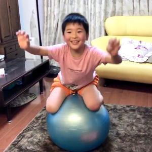 三連休❤️孫とバランスボール