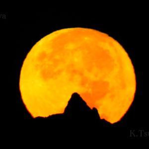 槍ヶ岳と月の入り