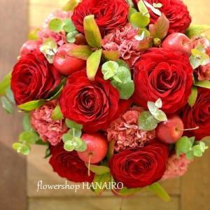 赤バラ「ヴァーミリオン+」を使った還暦のお祝いギフト。