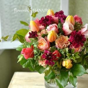 アネモネ「レッドシェード」を使った花束。